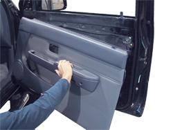 Zdjęcie jak zdjąć boczek-tapicerkę drzwi